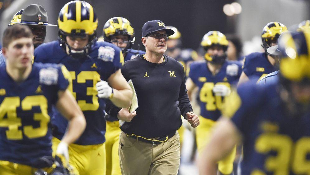 Früher Quarterback, heute Head Coach: Jim Harbaugh von den Michigan Wolverin... - Bildquelle: imago/ZUMA Press