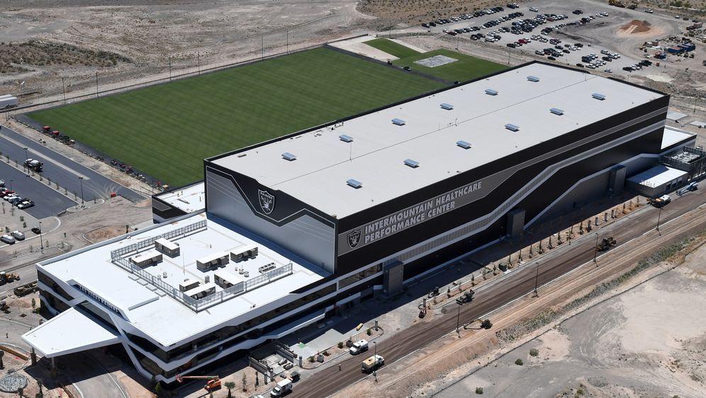 Das neue Hauptquartier und Trainingsgelände der Las Vegas Raiders nimmt Gest... - Bildquelle: Getty Images