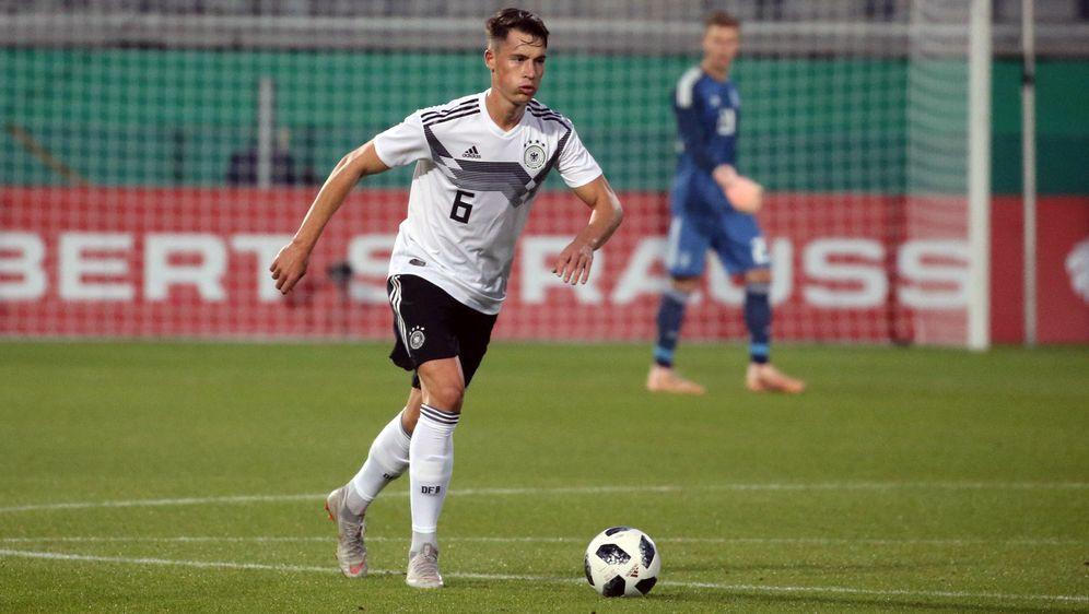 Robin Koch wartet bei der U21-EM 2019 noch auf seinen ersten Einsatz. - Bildquelle: imago/Sportfoto Rudel