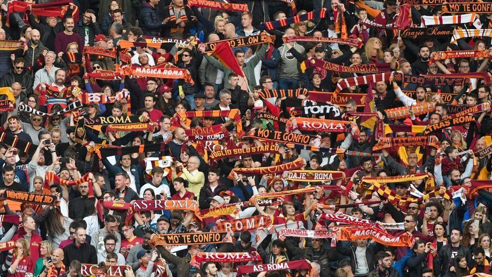 Fans von AS Rom mit rassistischen Affenlauten - Bildquelle: AFPSIDTIZIANA FABI