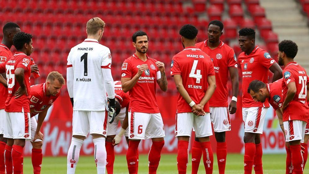 Die Mainzer Spieler solidarisierten sich unter der Woche - Bildquelle: POOLPOOLSIDKAI PFAFFENBACH