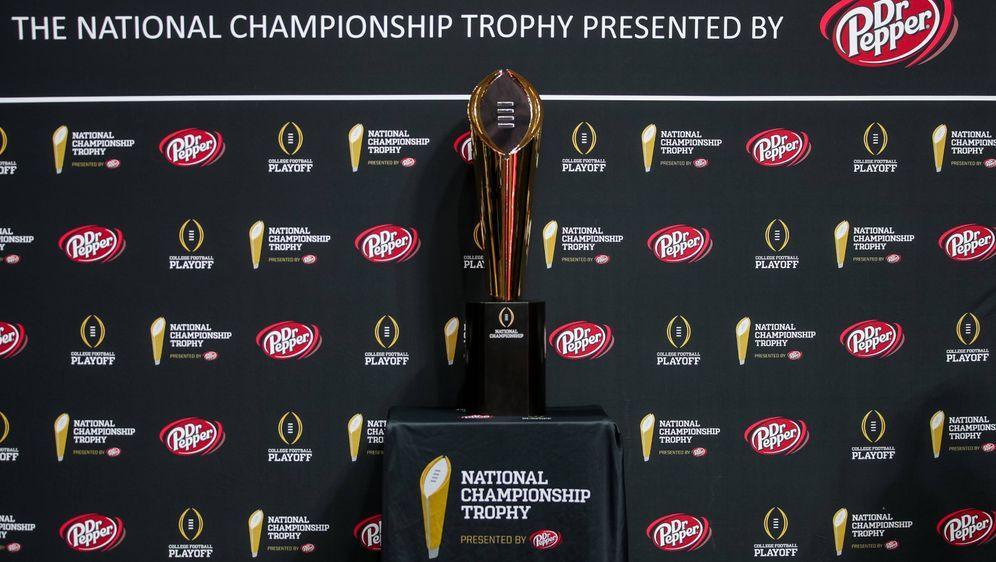 Die Trophäe für den Sieger der National Championship - Bildquelle: Imago