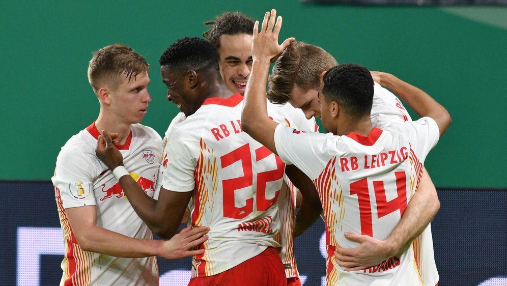 RB Leipzig zieht mit einem 2:0-Erfolg über den VfL Wolfsburg in das DFB-Poka... - Bildquelle: Imago Images