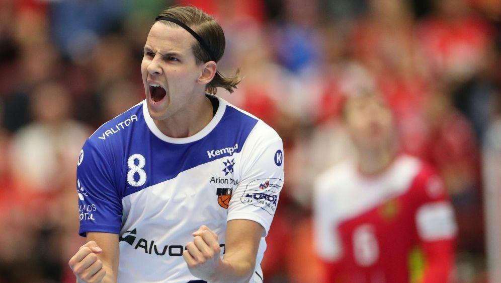 Bjarki Mar Elisson bejubelt den isländischen Sieg - Bildquelle: AFPSIDANDREAS HILLERGREN