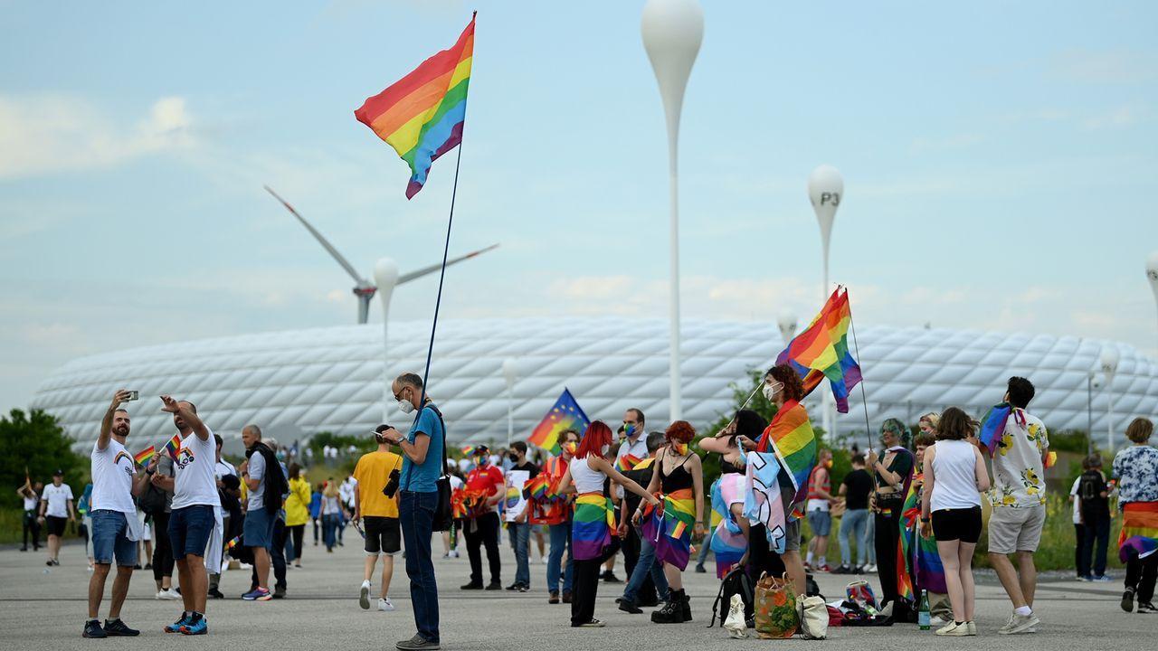 Klare Botschaft der Fans in München - Bildquelle: 2021 Getty Images