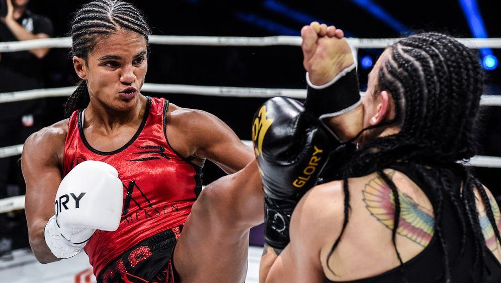 Anissa Meksen (li.) ist zweifache Glory-Weltmeisterin im Superbantamgewicht - Bildquelle: Glory