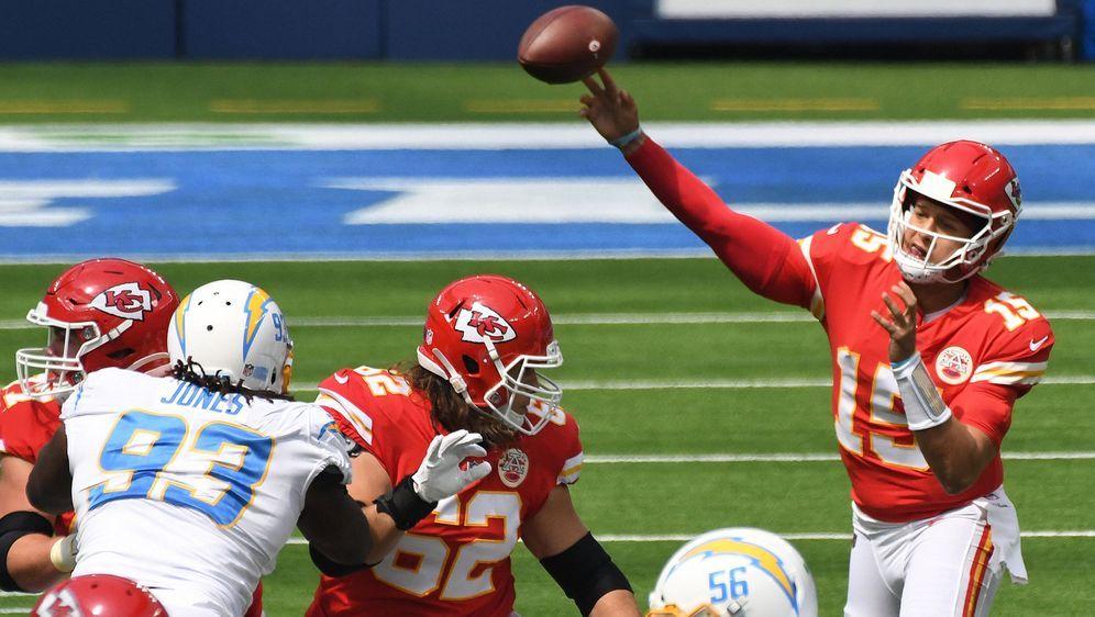 Patrick Mahomes von den Kansas City Chiefs findet nach einer schwachen erste... - Bildquelle: imago images/ZUMA Wire
