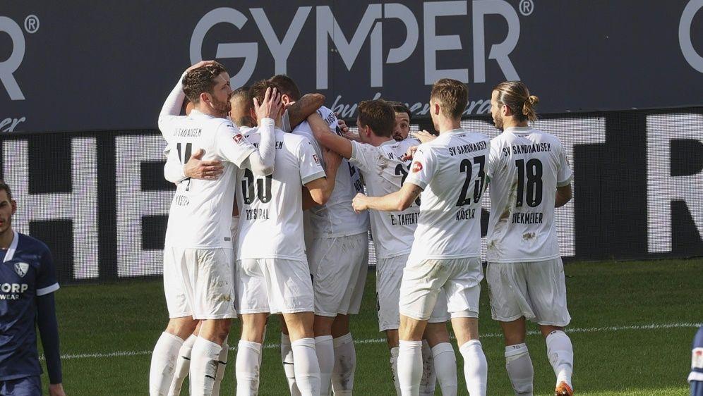 Team des SV Sandhausen muss in zweiwöchige Quarantäne - Bildquelle: FIROFIROSID