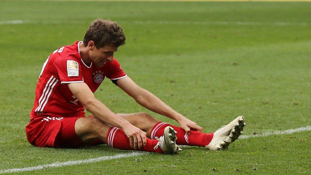 Ein erschöpfter Thomas Müller bei Bayerns 1:4 gegen Hoffenheim - Bildquelle: imago images/Jan Huebner