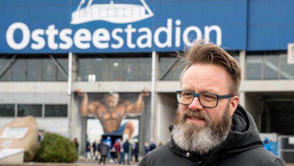 Bürgermeister Madsen denkt schon an die Aufstiegsfeier - Bildquelle: AFPSIDAXEL HEIMKEN