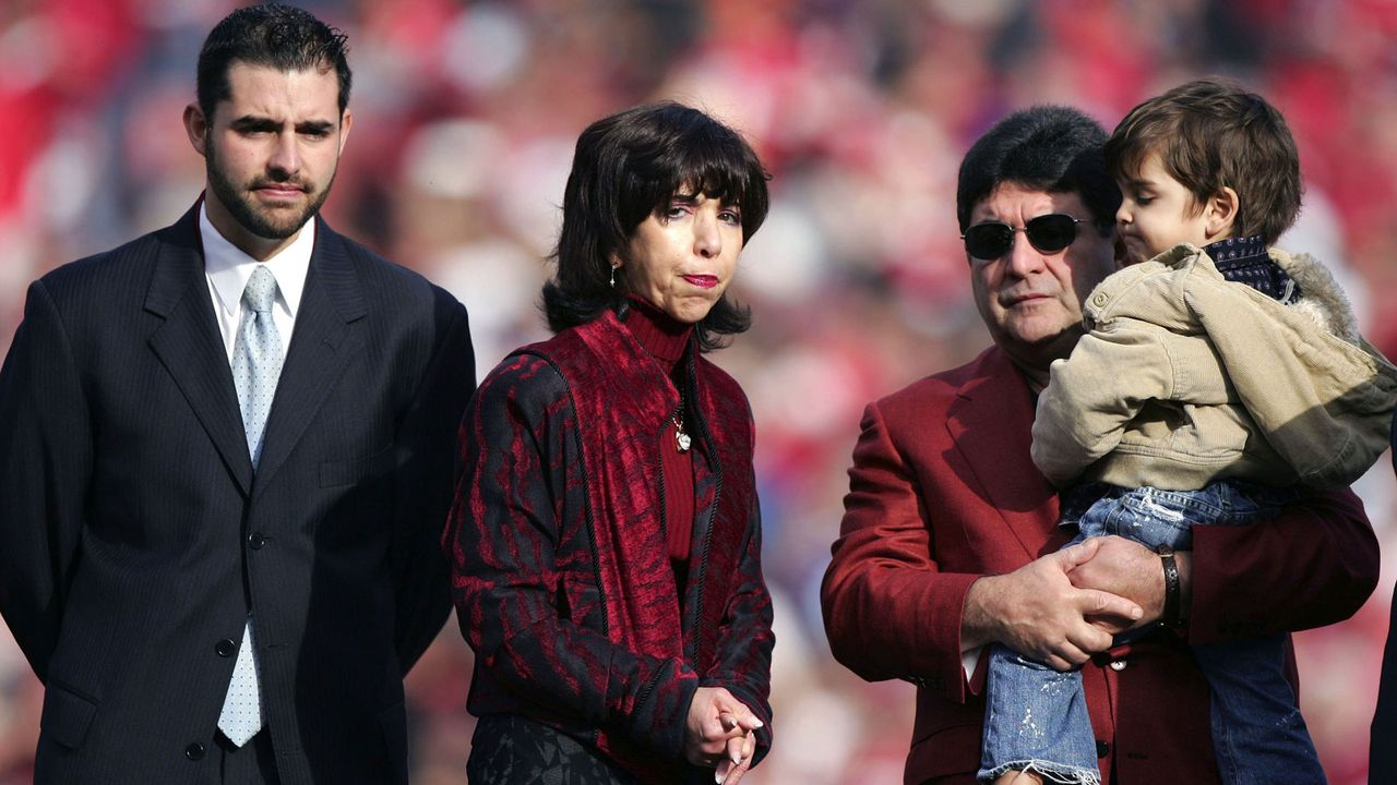 San Francisco 49ers - Denise DeBartolo York, John York, Jed York - Bildquelle: 2006 Getty Images
