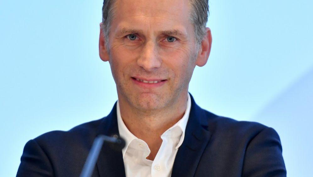 Ansgar Schwenken ist DFL-Direktor - Bildquelle: AFPSIDINA FASSBENDER