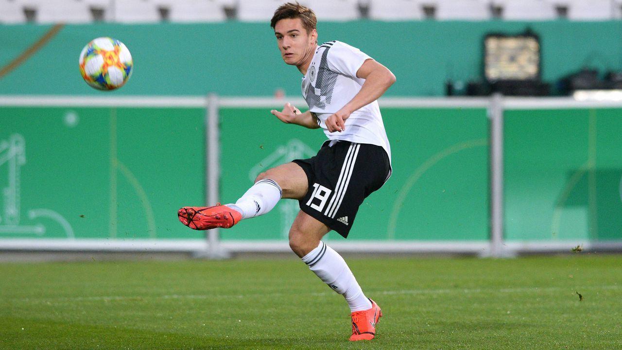 Offensives Mittelfeld: Florian Neuhaus - Bildquelle: imago images / Uwe Kraft