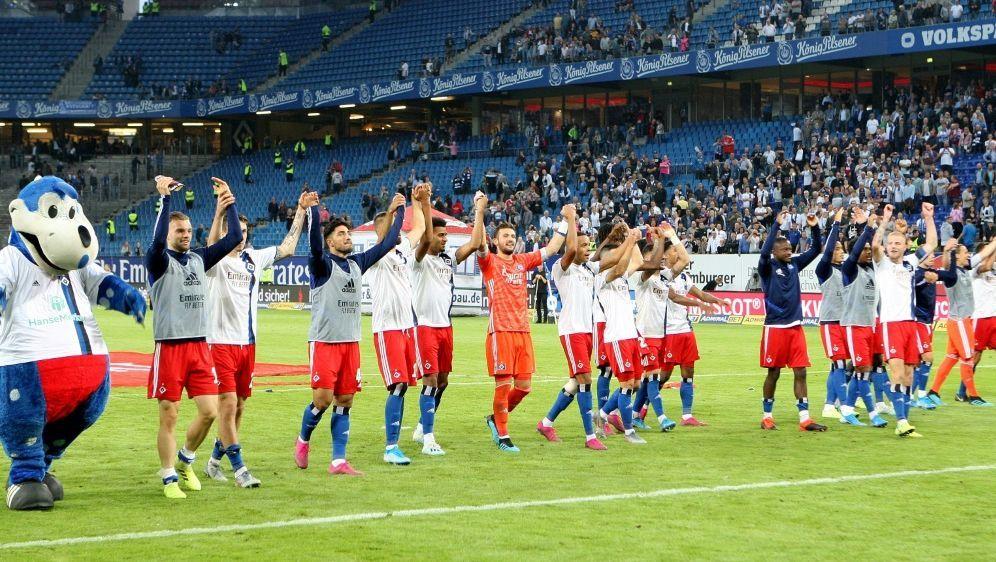 Der Hamburger SV springt durch das 2:0 auf Rang eins - Bildquelle: FIROFIROSID
