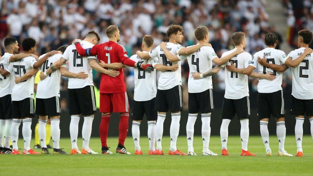 Die Mannschaften werden der Todesopfer in Halle gedenken - Bildquelle: FIROFIROSID