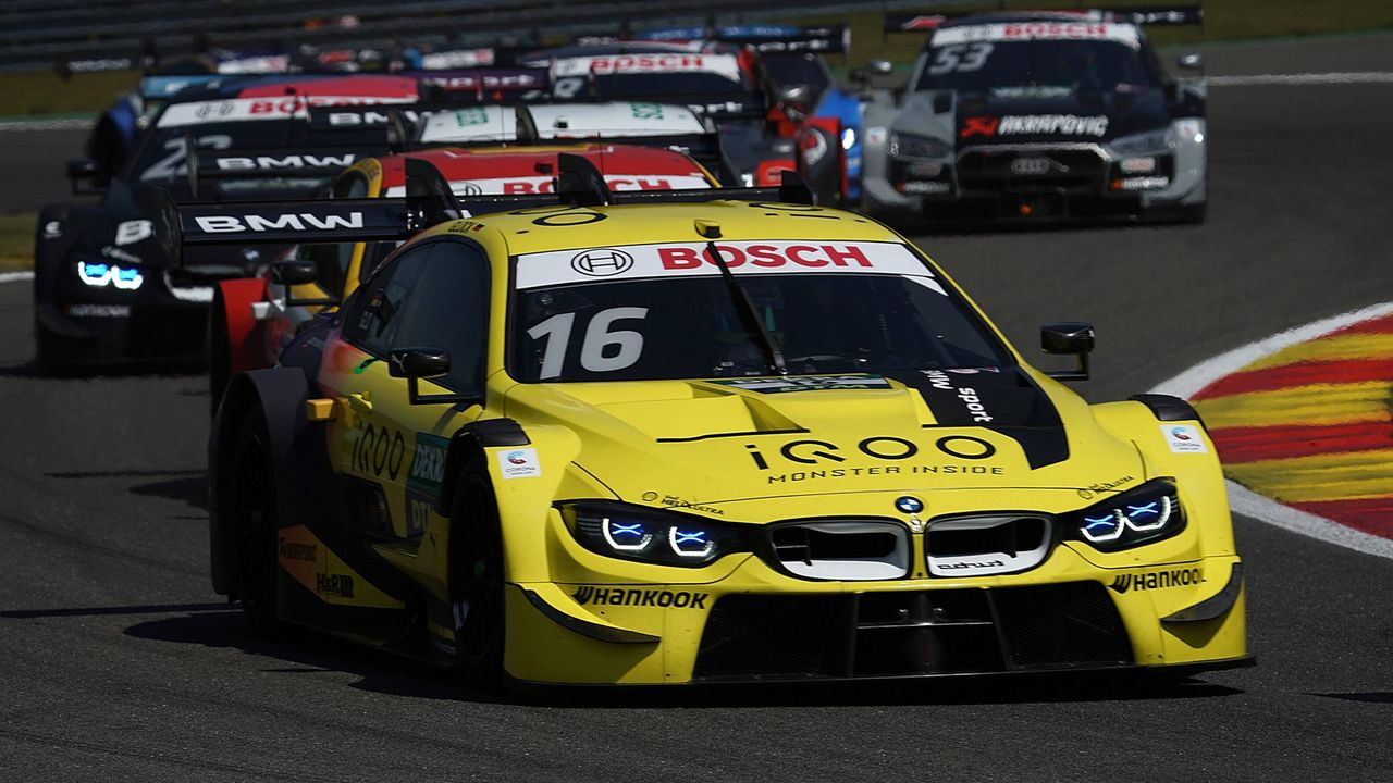 BMW robbt sich heran - Bildquelle: imago images/Nordphoto