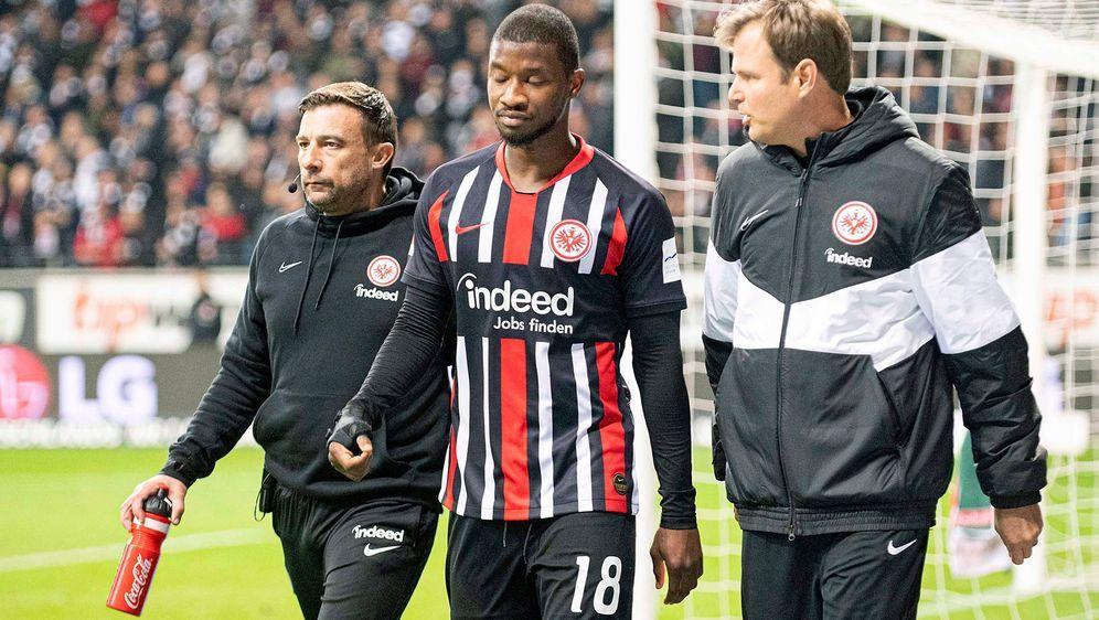 Almamy Toure (Mi.) wird der Eintracht rund vier Wochen fehlen - Bildquelle: Imago