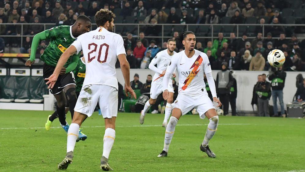 Marcus Thuram lässt Borussia Mönchengladbach in der Schlussminute jubeln. - Bildquelle: FIROFIROSID