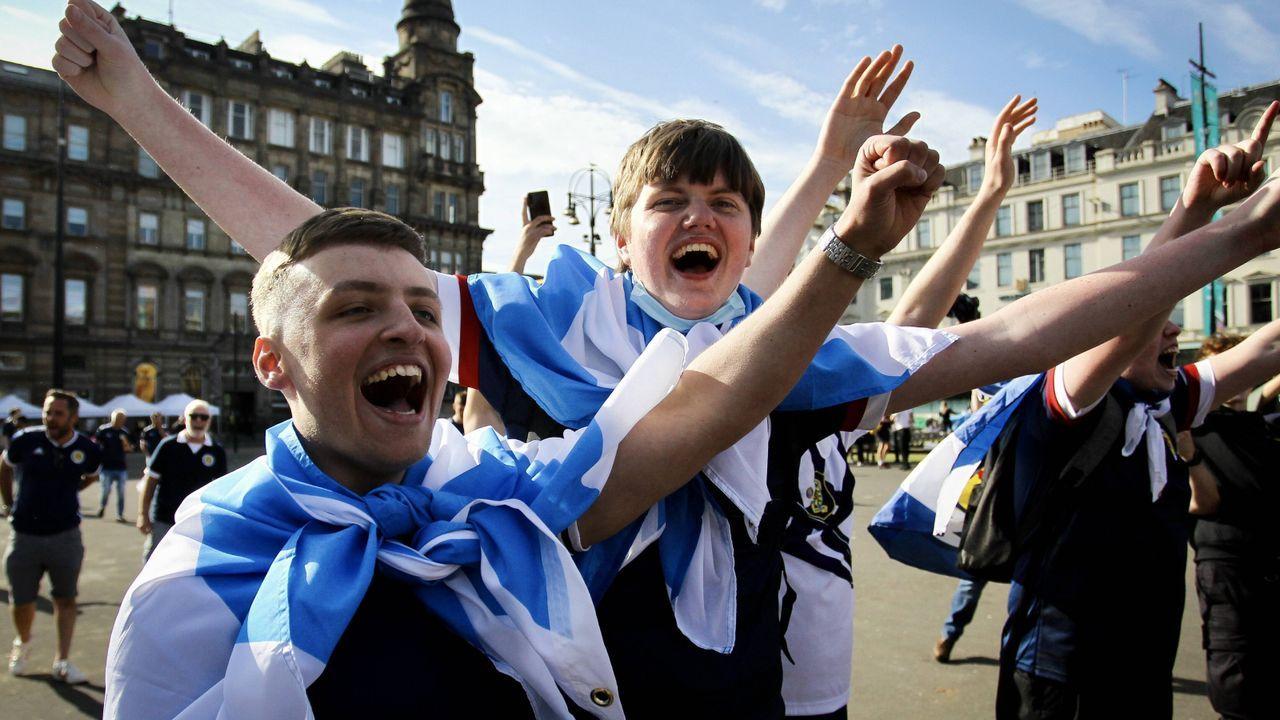 Vor dem Spiel: Schotten bester Laune - Bildquelle: Imago