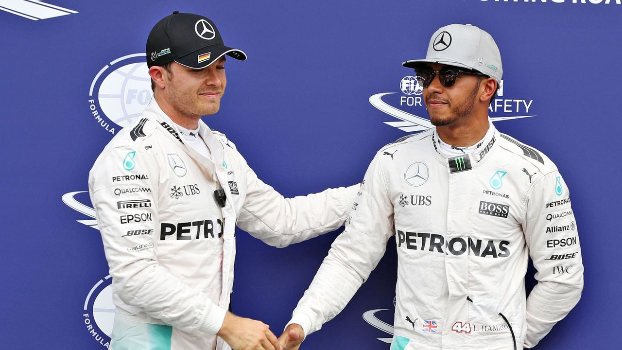 Lewis Hamilton vs. Nico Rosberg - Bildquelle: 2016 Getty Images