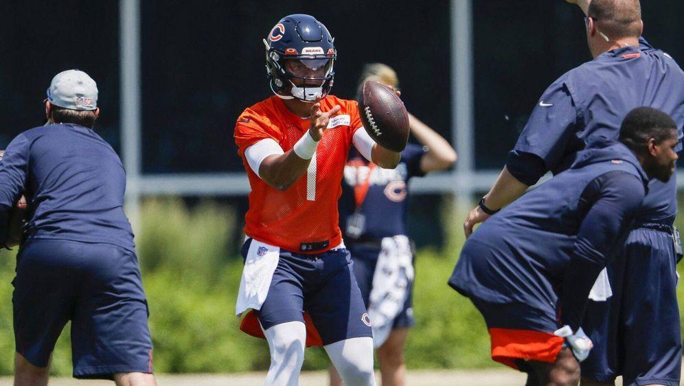 Die Hoffnungen der Chicago Bears ruhen auf Rookie Justin Fields - Bildquelle: imago