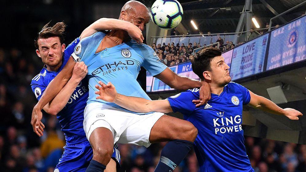 Beim Spiel zwischen Manchester City und dem FC Everton sind Fans die digital... - Bildquelle: Getty/Twitter@OutrageousRobbo