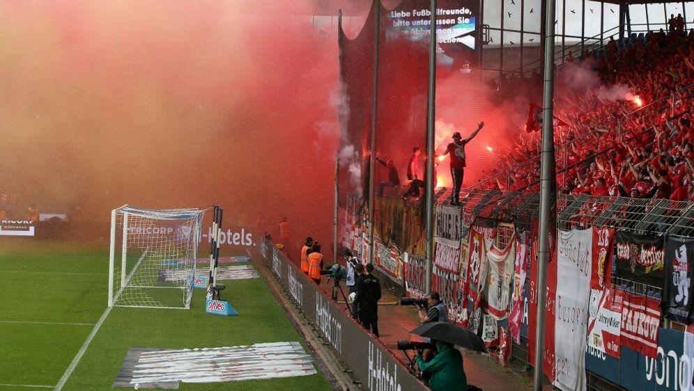 Die Fans der Eisernen brannten in Bochum Pyrotechnik ab - Bildquelle: PIXATHLONPIXATHLONSID