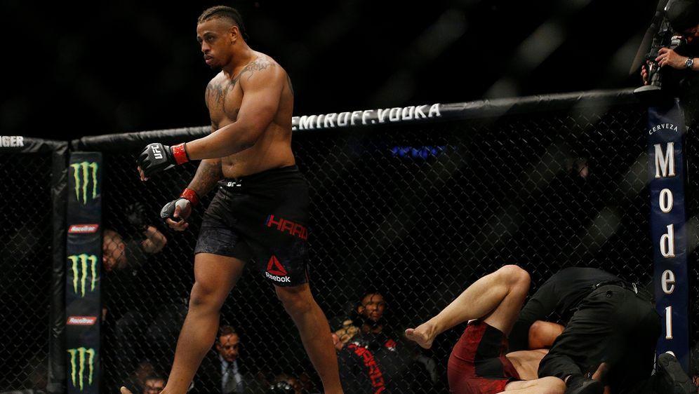Greg Hardy feierte im April seinen ersten Sieg im Octagon der UFC - Bildquelle: Getty Images