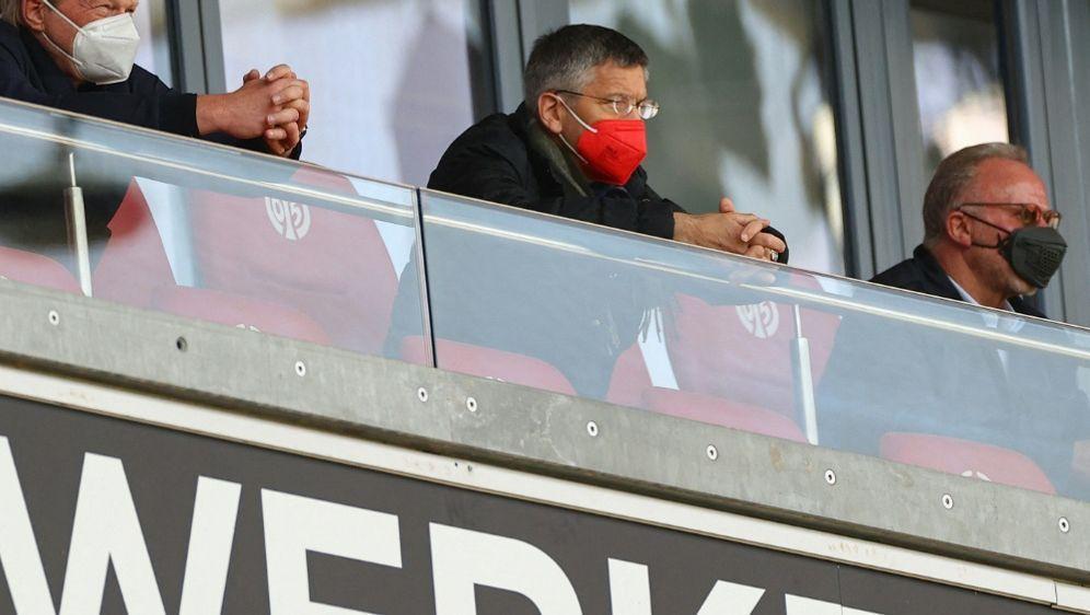 FCB-Präsident Hainer (m.) steht vor Herausforderungen - Bildquelle: AFPPOOLSIDKAI PFAFFENBACH