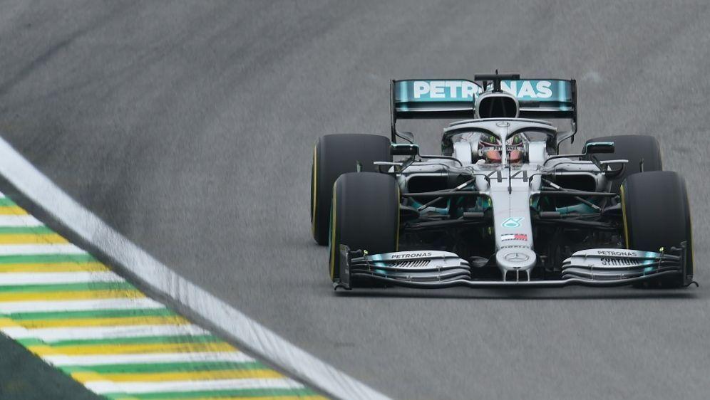 Hamilton drehte im letzten Training die schnellste Runde - Bildquelle: AFPSIDDOUGLAS MAGNO
