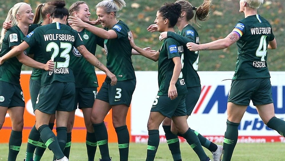 Wolfsburg gewinnt gegen Freiburg mit 3:2 - Bildquelle: FIROFIROSID