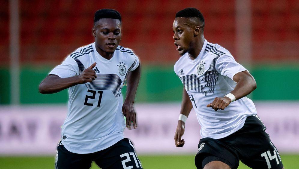 Ridle und Rudi Baku wollen in der neu formierten U21 für Furore sorgen. - Bildquelle: Getty Images