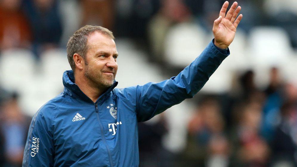 Hansi Flick soll den FC Bayern München als Übergangstrainer aus der Krise fü... - Bildquelle: imago images/Thomas Frey