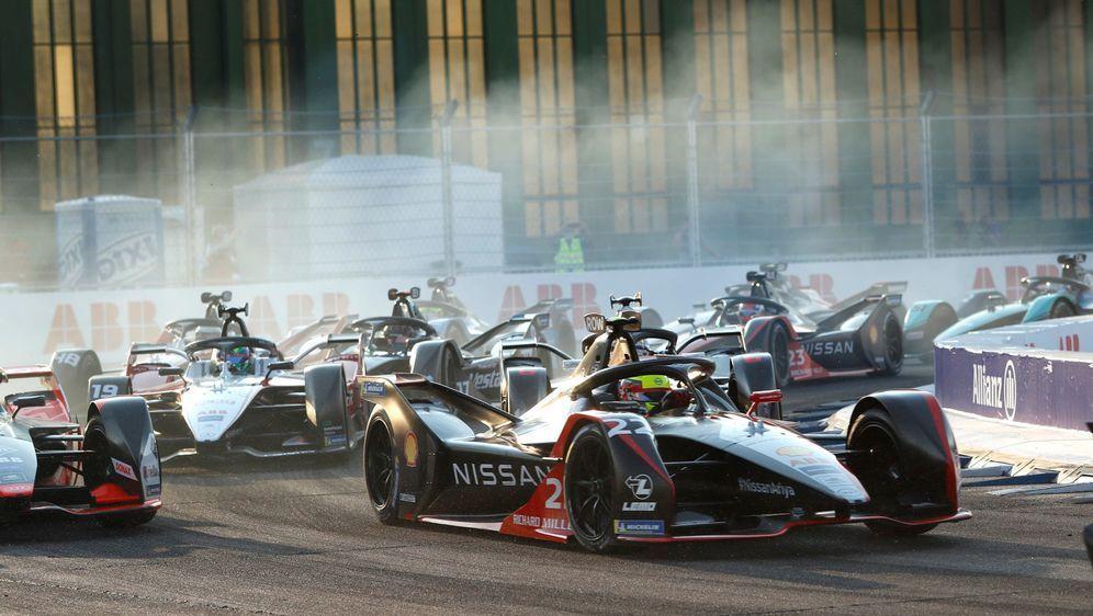 Action beim Start der Formel E 2019/20 in Berlin-Tempelhof - Bildquelle: Motorsport Images