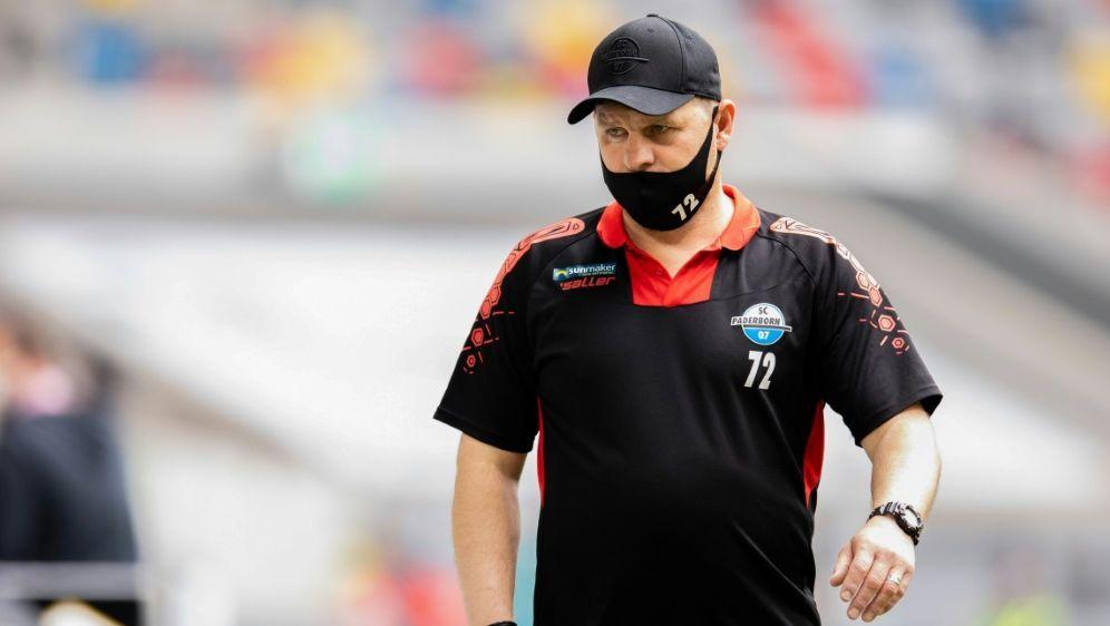 Trainer Baumgart und Paderborn verlieren gegen Kiel - Bildquelle: FIROFIROSID