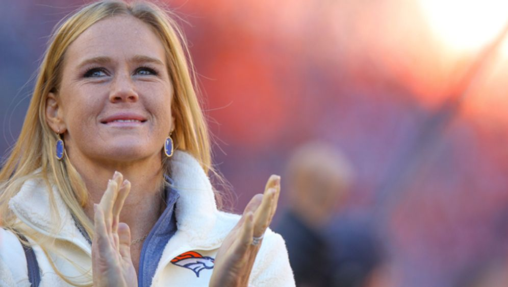 Holly Holm ist Fan der Denver Broncos - Bildquelle: 2016