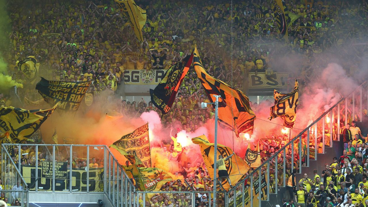 Platz 2: Borussia Dortmund - Bildquelle: imago images / Thomas Bielefeld