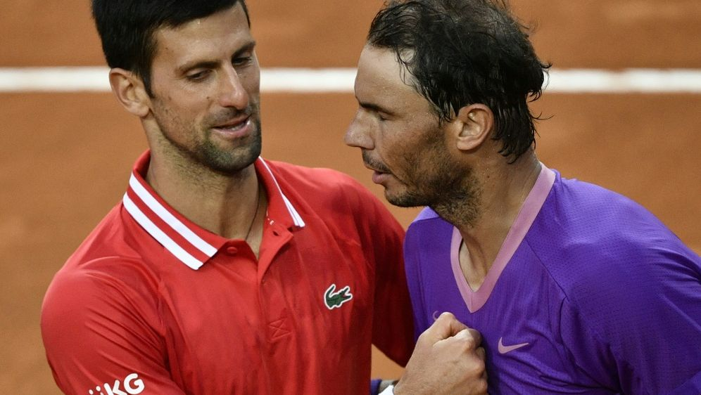 Djokovic (l.) konnte Nadal in Paris einmal bezwingen - Bildquelle: AFPSIDFILIPPO MONTEFORTE