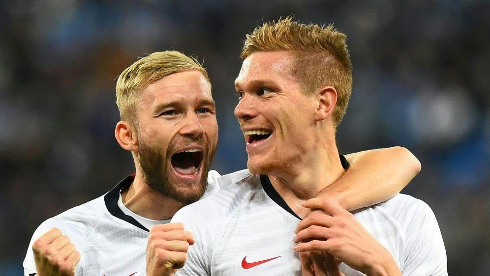 Marcel Halstenberg (r.) erzielt das 1:0 für RB Leipzig - Bildquelle: AFPSIDOlga MALTSEVA