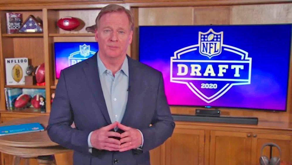 Arbeitet auch am zweiten Draft Tag wieder aus seinem Keller: NFL-Boss Roger ... - Bildquelle: Getty
