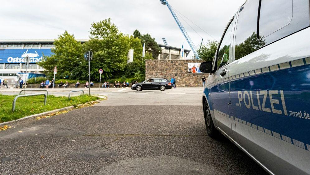 Fan-Ausschreitungen in Rostock - Bildquelle: FIROFIROSID