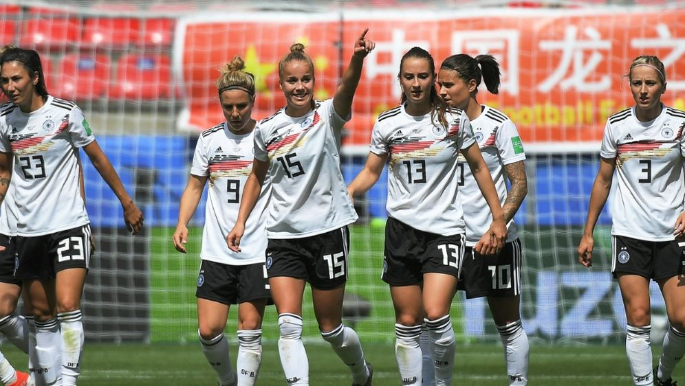 Die DFB-Frauen schicken Grüße an die deutschen U21-Jungs - Bildquelle: AFPSIDLOIC VENANCE