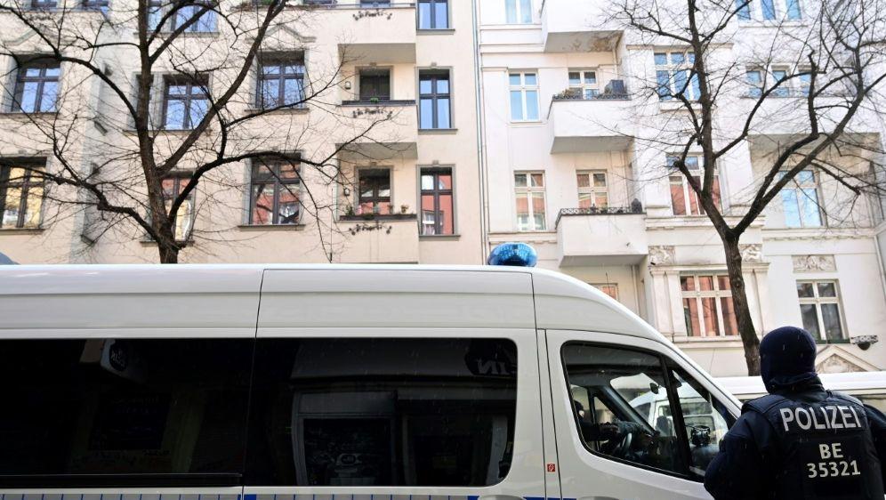 Die Münchner Polizei feiert den Titel auf Twitter - Bildquelle: AFPSIDJOHN MACDOUGALL