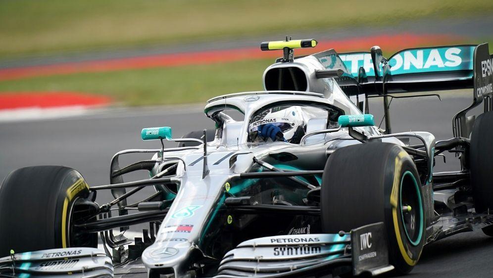 Bottas behauptete am Start den ersten Platz vor Hamilton - Bildquelle: PIXATHLONPIXATHLONSID