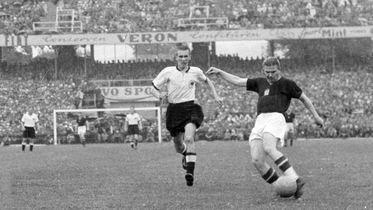 Ungarn war im WM-Finale 1954 haushoher Favorit - Bildquelle: imago images/Pressefoto Baumann