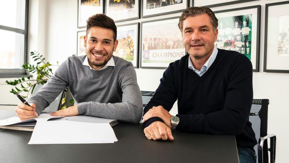 BVB verlängert mit Europameister Raphael Guerreiro - Bildquelle: Borussia DortmundBorussia DortmundSID