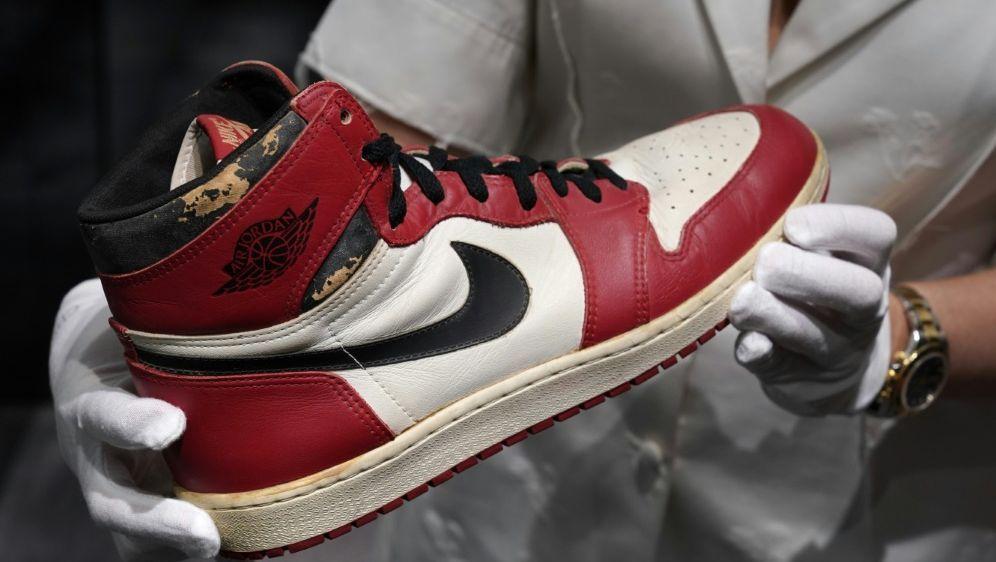 """""""Air Jordan 1 Highs"""" für 615.000 Dollar versteigert - Bildquelle: AFPSIDTIMOTHY A. CLARY"""