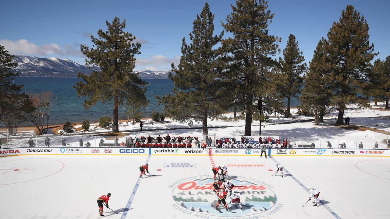 NHL-Outdoor-Spiel muss acht Stunden unterbrochen werden - Bildquelle: 2021 Getty Images
