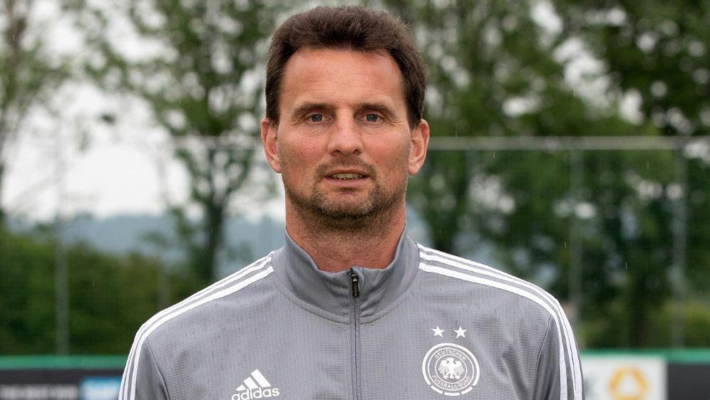 Michael Fuchs lobt die Torhüterinnen bei der WM - Bildquelle: FIROFIROSID