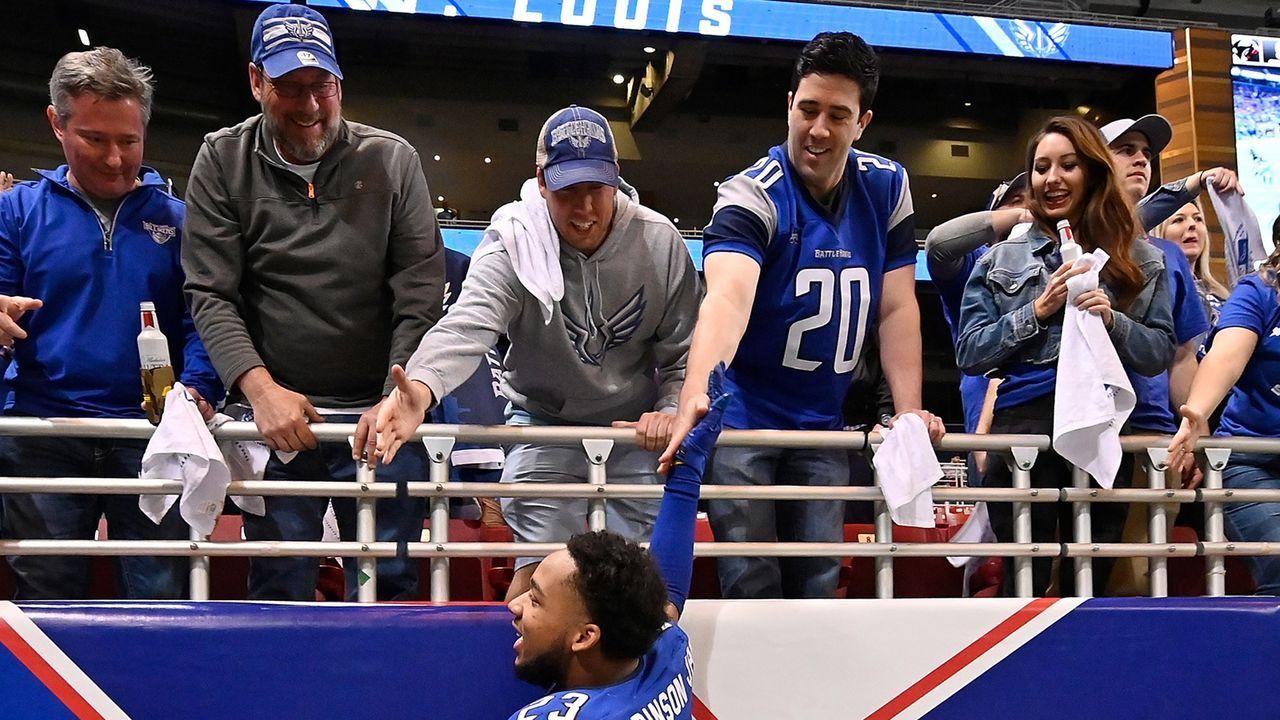 Gewinner: Football-Fans in St. Louis - Bildquelle: 2020 Getty Images